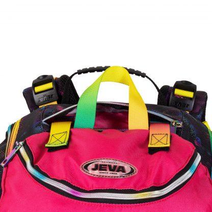 Die Sporttasche ist im oberen Raum befestigt