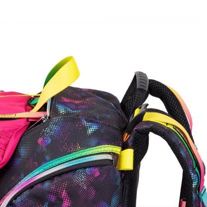 Die Schultasche kann an den Trägern extra festgezogen werden