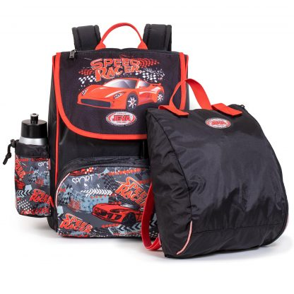 Die Schultasche enthält eine Sporttasche und eine Getränkedose